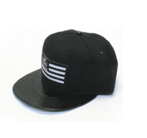 flag-snapback with croc brim